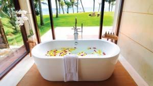 palm_garden_beach_resort_spa_hoi_an_bathroom